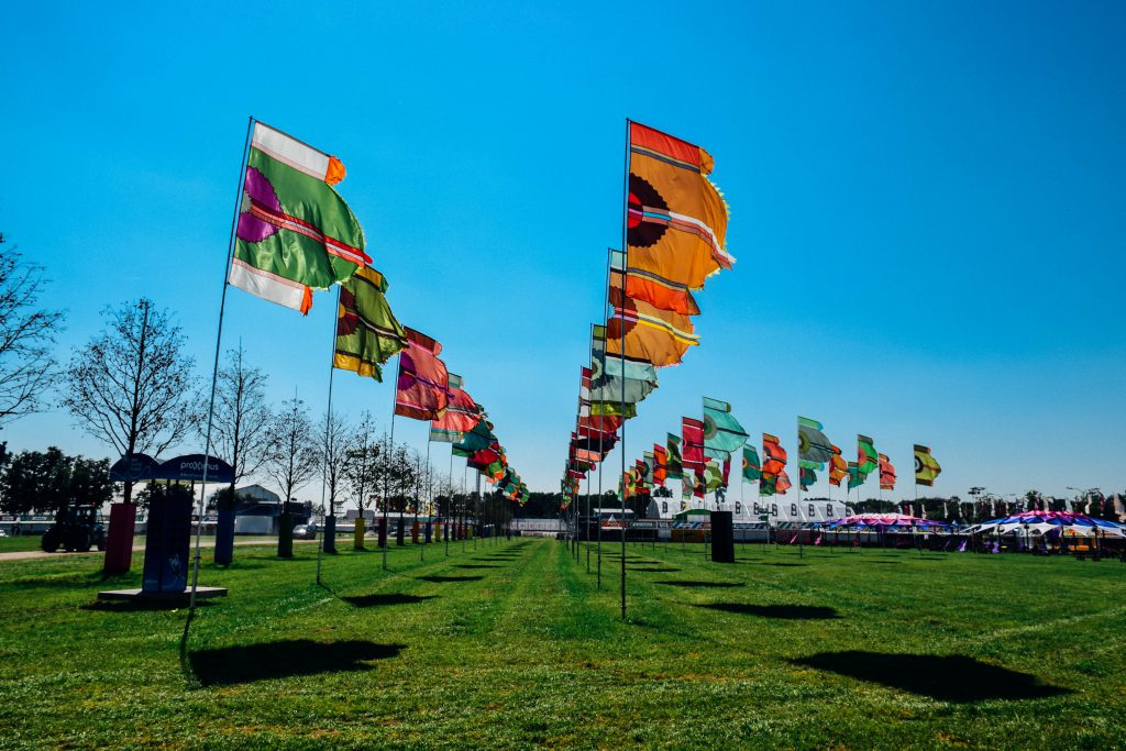 De bekende kleurrijke vlaggen: aanwezig! © Kriskras Kiewit