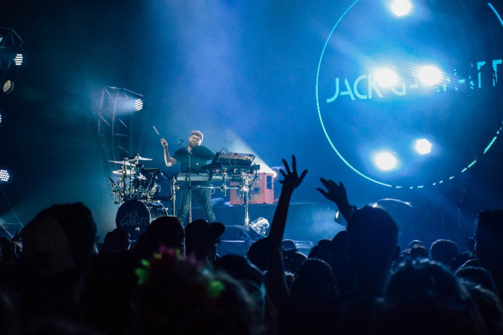 Jack Garatt in Marquee: energieke multi-instrumentalist. Indrukwekkend! © Kriskras Kiewit