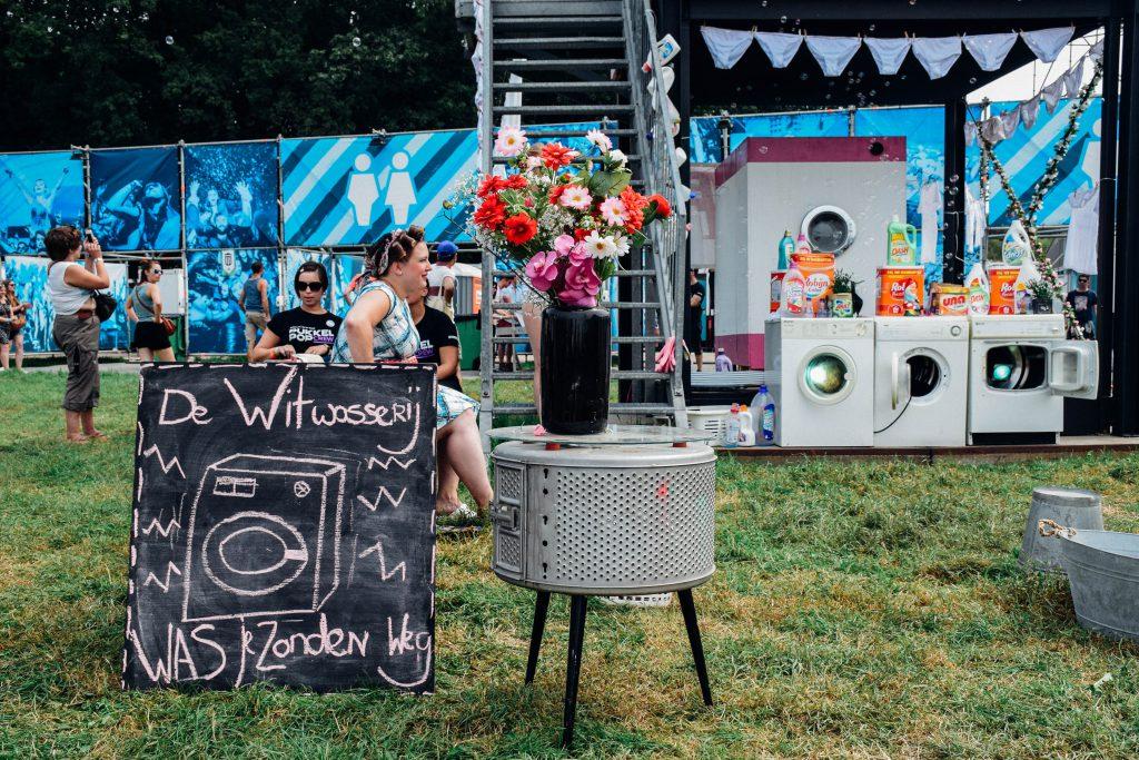 Kleine wasjes, grote wasjes... Op de Pukkelpopweide worden ze voor jou gedaan. © Kriskras Kiewit