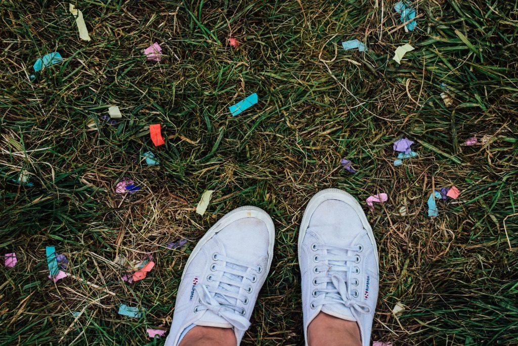 Confetti! Nog witte danssloefjes! Feest! © Kriskras Kiewit